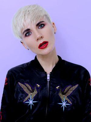 blonde-model-with-short-haircut-hair-trends-PECM8NJ